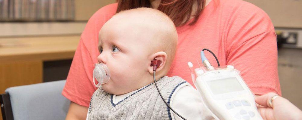 Проверка слуха у новорожденных и детей раннего возраста